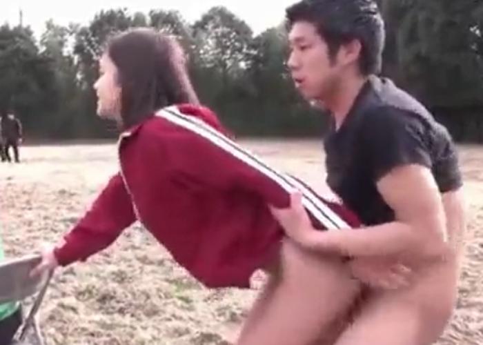 【エロ動画】サッカー部マネージャーは性処理係!練習しながら皆で青姦(*゚∀゚)=3 01