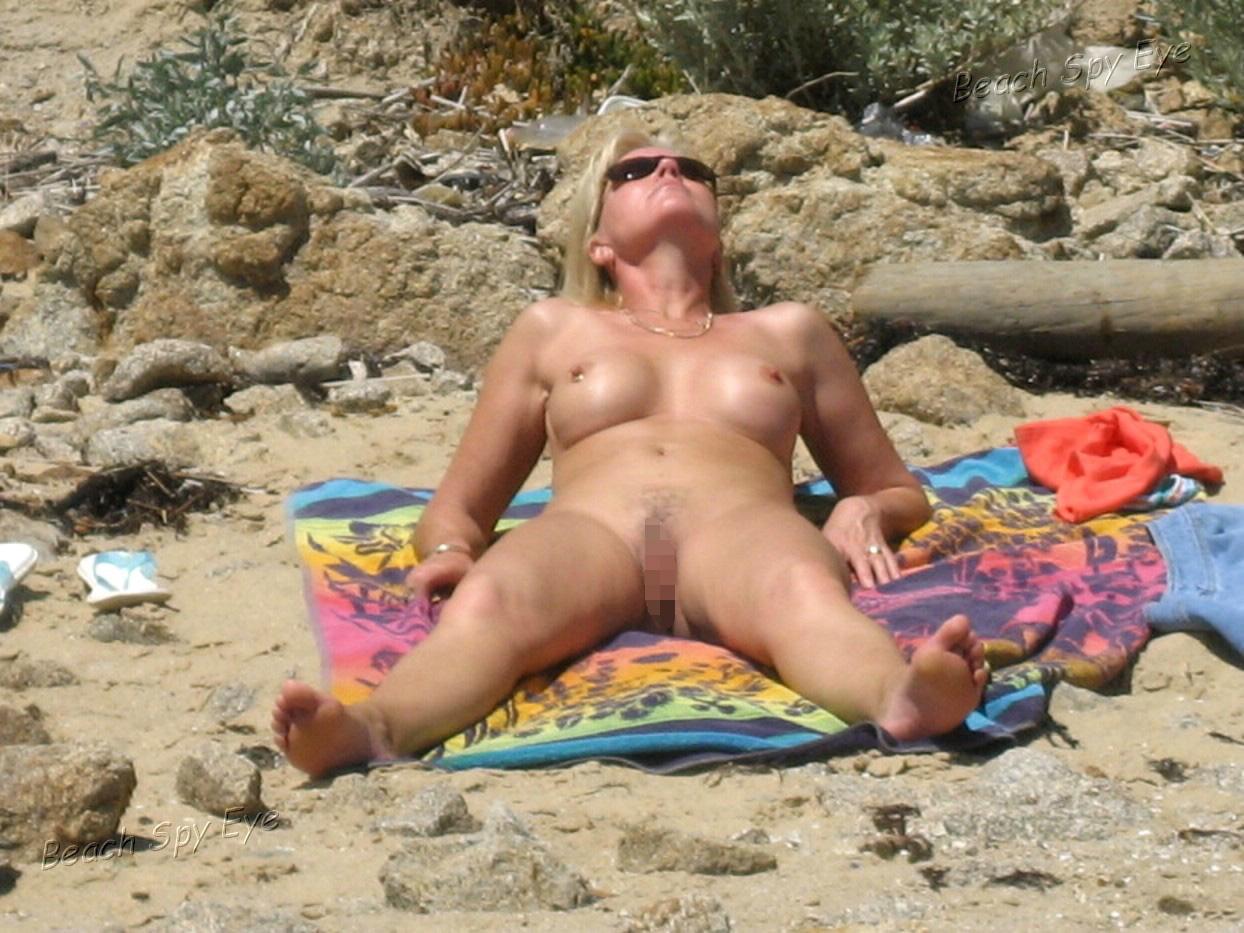 【海外エロ画像】夏真っ盛りの今ならチャンス!行けば全裸美女が待ってるヌーディストの楽園(*´Д`)