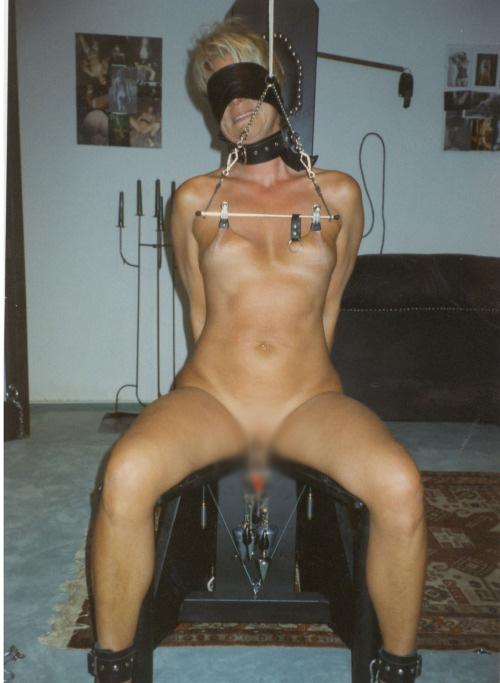 【SMエロ画像】見てるこっちも痛いって!敏感乳首を洗濯バサミ拷問(´Д`ノ)ノ