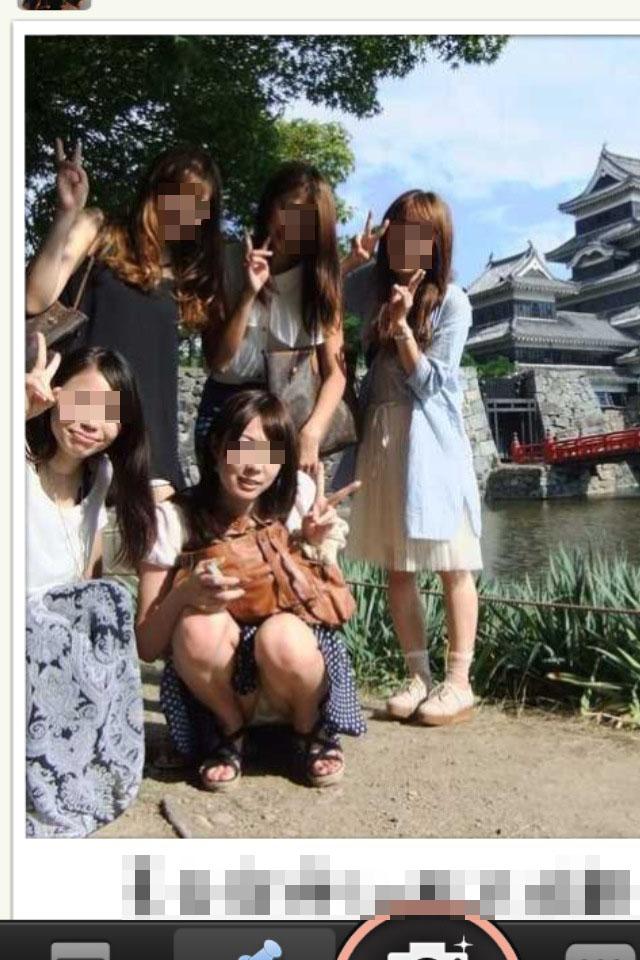 【パンチラエロ画像】ミニで写るから仕方なしな記念写真の犠牲者さん(;´Д`)