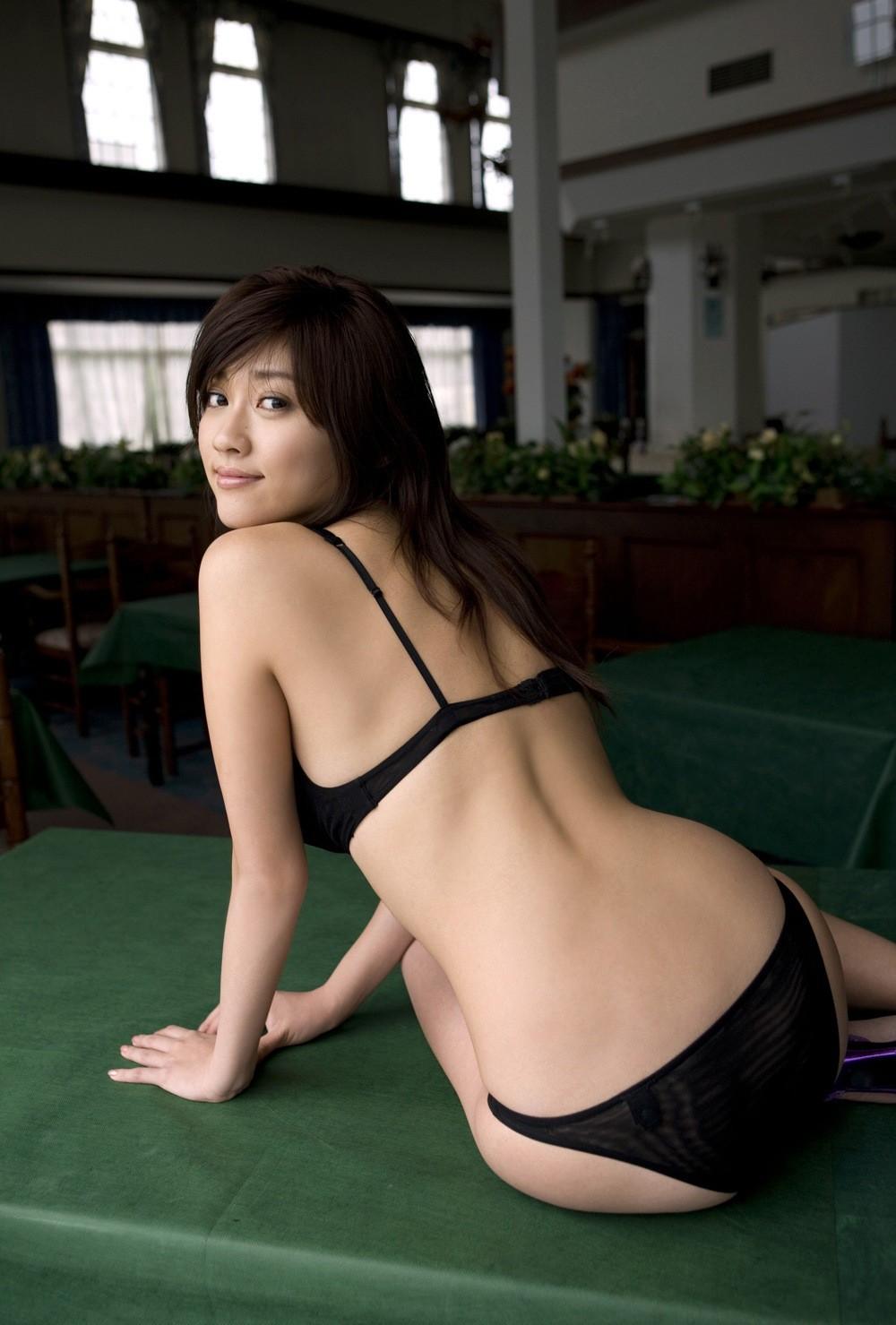 【下着エロ画像】痴女じゃなくても着ますwでも攻撃的なイメージは拭えない黒ランジェ姿(*´Д`)
