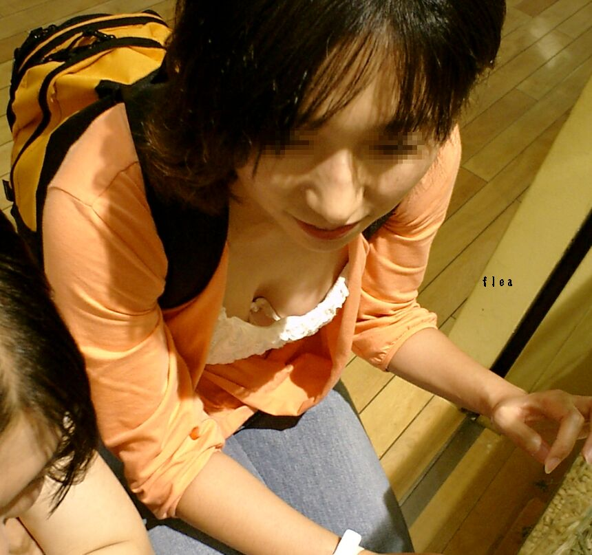 【胸チラエロ画像】隙があったら見ちゃう胸元w鼻の下にはご用心(;´∀`)