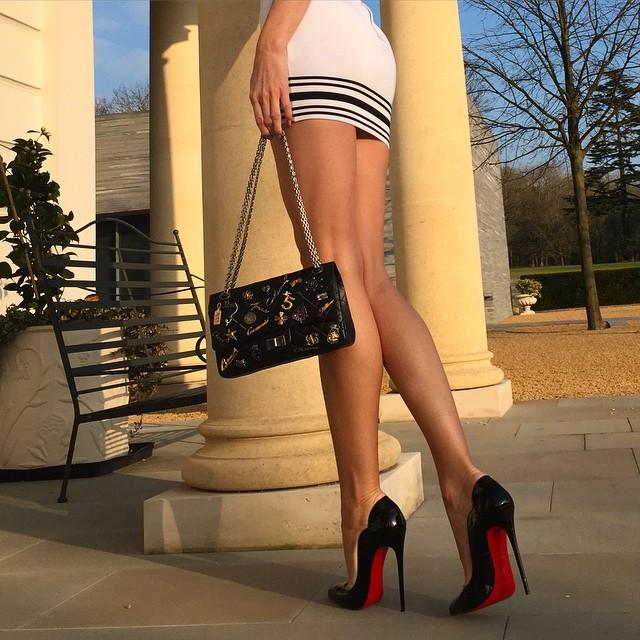 【ヒールエロ画像】踏まれたい足はありますか?痛いの間違いなしなハイヒール履いた女足(*´Д`)