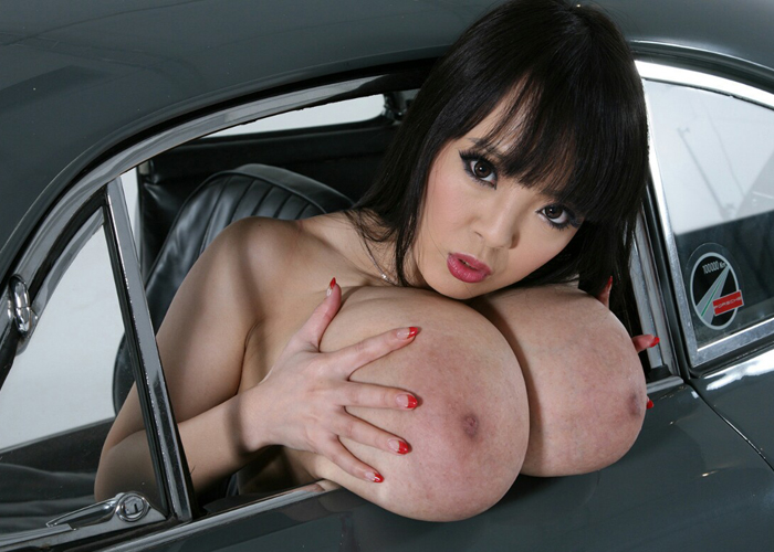 国際派の超乳AV女優・Hitomiのエロ画像