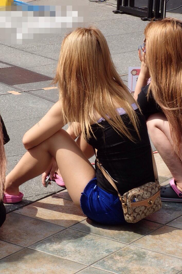 【美脚エロ画像】パンチラしなくても魅力絶大な街角ショーパン美脚撮り!(;´∀`)