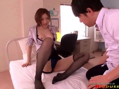 羽田あいが体育倉庫で教え子を嬉しそうに抜く