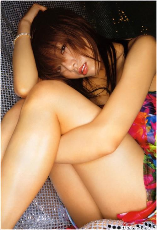 【チラリズムエロ画像】下着が見えない方が夢が広がる…はいてないと思しき女子の座り方(*´Д`)