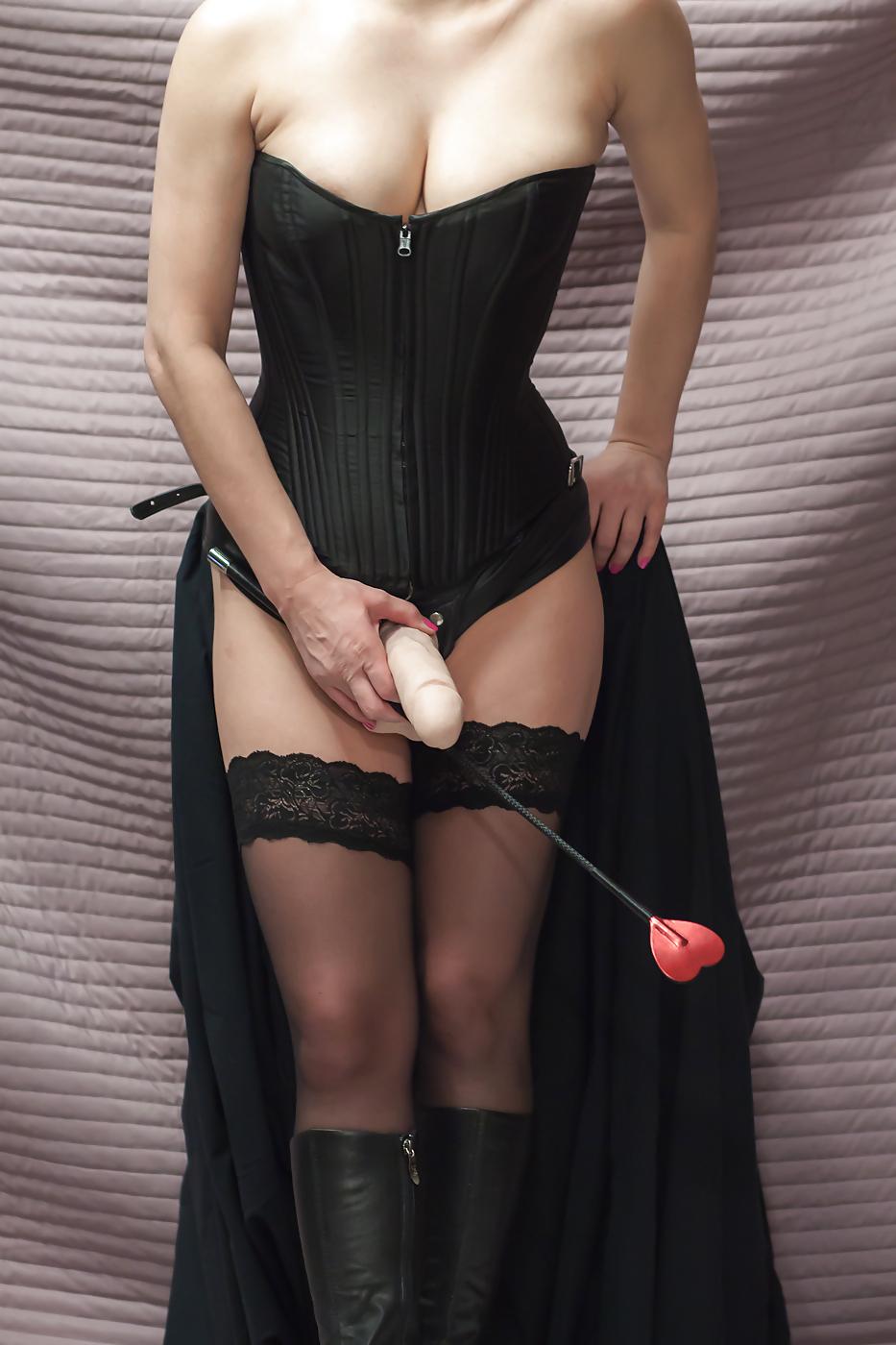 【痴女エロ画像】ヤリたくても先に犯られますw攻略困難なペニバン女王様(゜ロ゜ノ)ノ