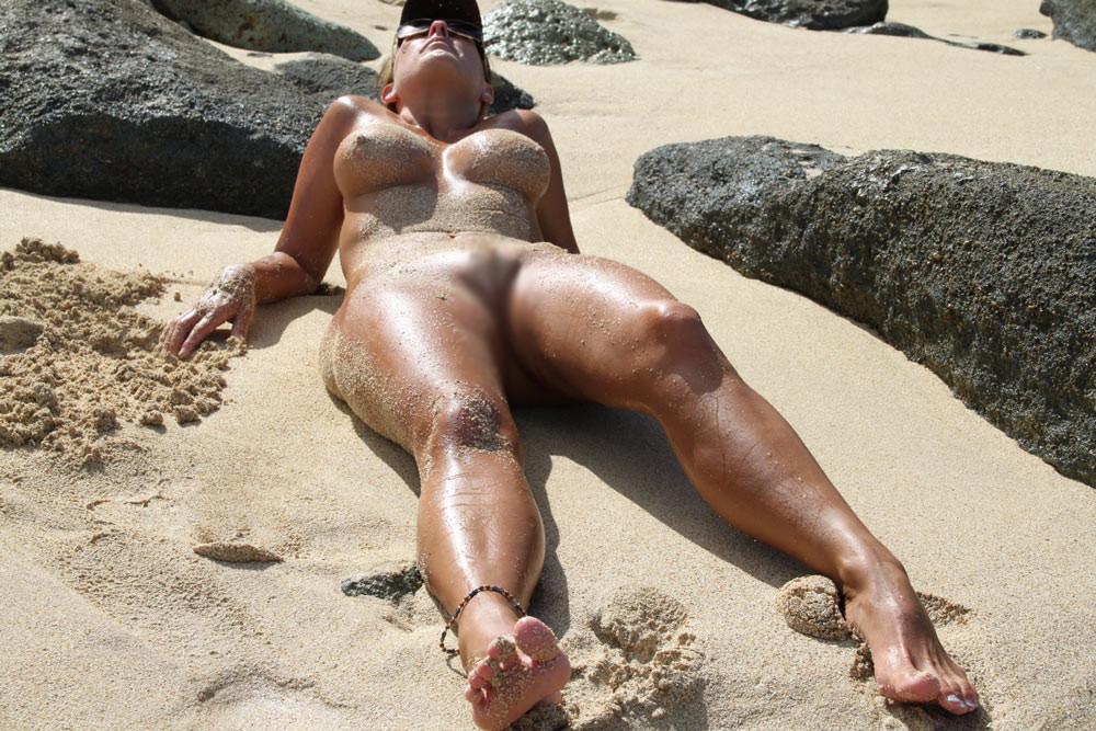 【海外エロ画像】行ける日が来ると信じて海外ヌーディストビーチの全裸観察(;´Д`)