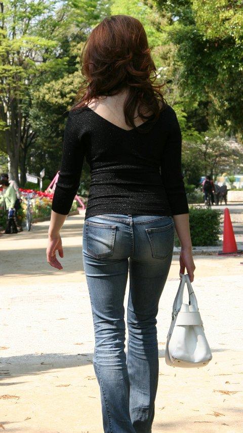 【着尻エロ画像】下着見えなくても十分に味わえるピチピチな街の着尻(*´д`*)