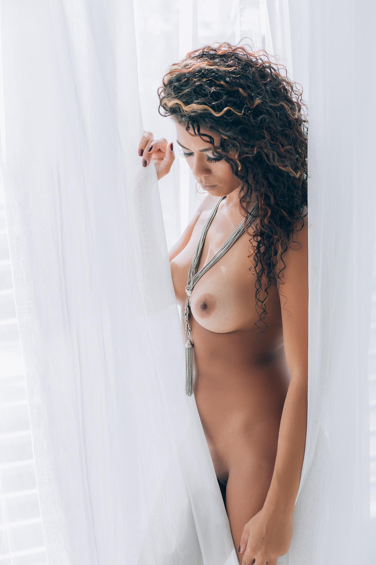 【海外エロ画像】美しさもスケベさも抜群!ブラジル美女の情熱的ボディ(;´Д`)