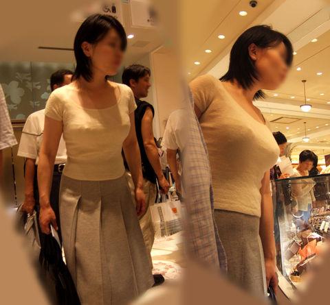【巨乳エロ画像】ガン見してすいません!でも釘付けにされる着衣巨乳(;´∀`)