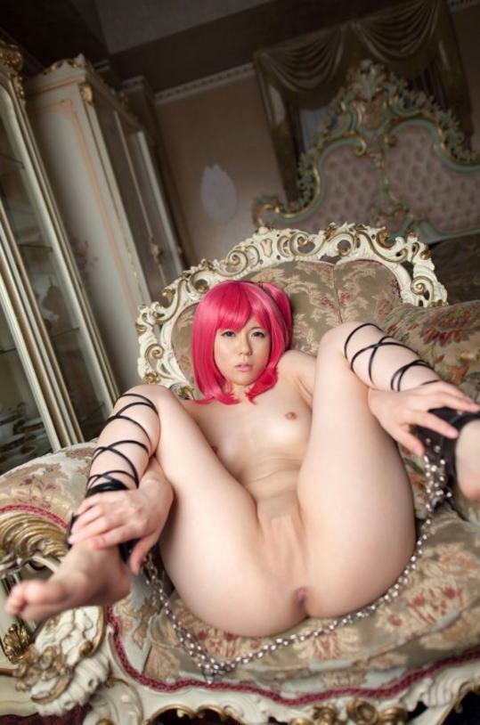 【コスプレエロ画像】全裸でもヅラだけは死守w脱いじゃったエロレイヤー(;´∀`)