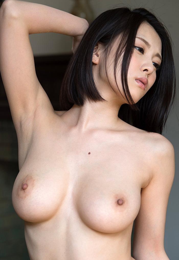 【乳首エロ画像】これから摘まれ倒して染まり行く…憧れのピンク色の先っちょ(;´Д`)