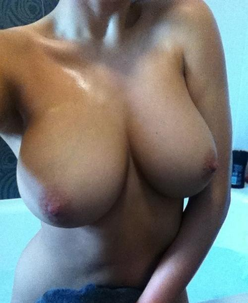 【自撮りエロ画像】乳だけを見て…ワケあり女神たちの素敵な自撮りおっぱい(;´Д`)