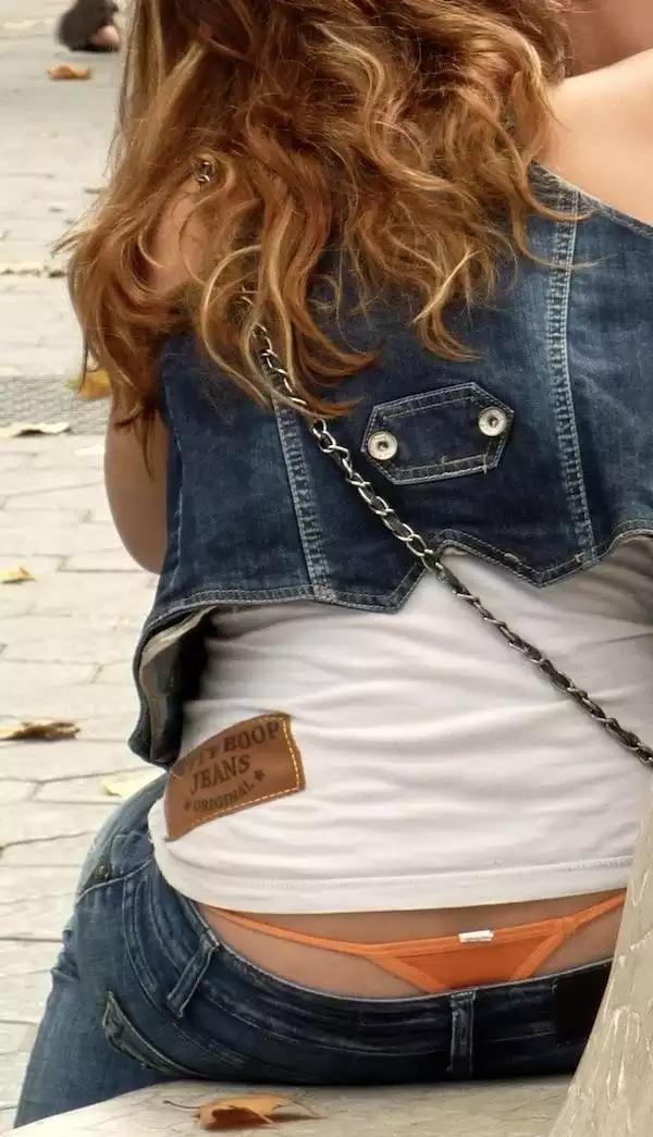 【ローライズエロ画像】ファッションとかいう言い訳を押し通すローライズチラ女子(;´∀`)