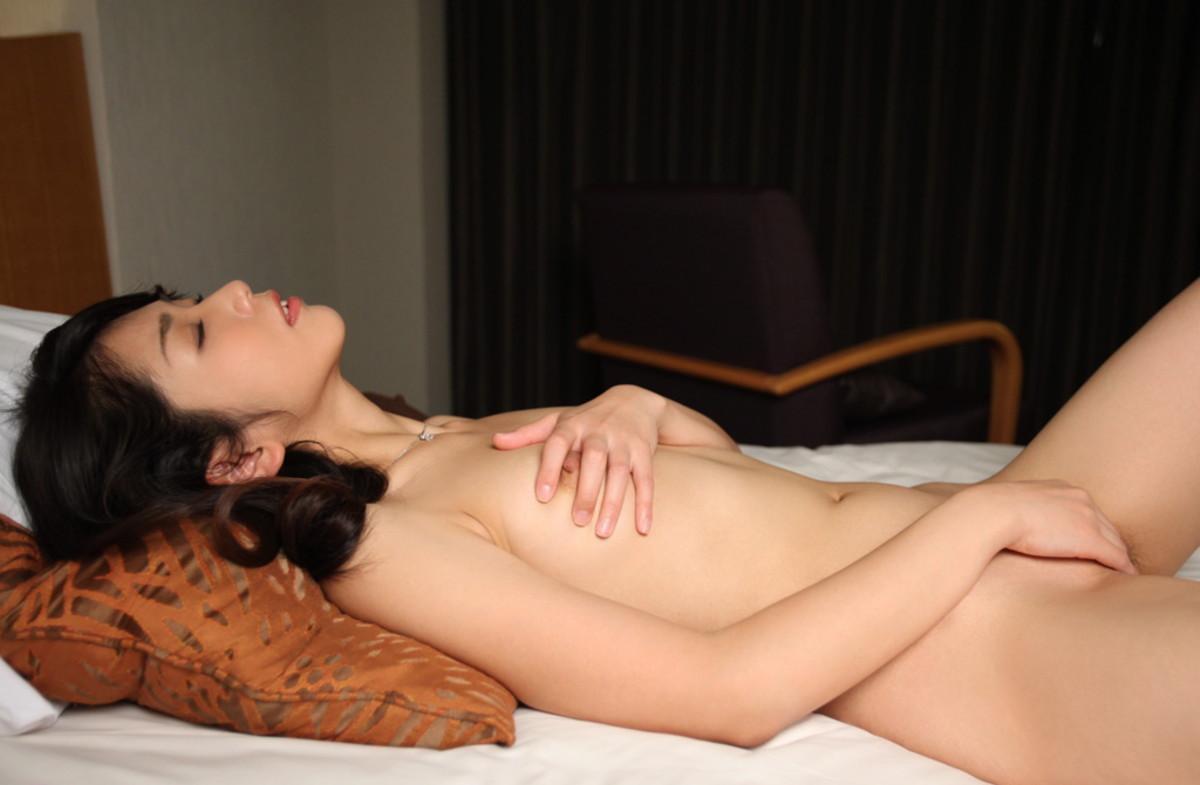 【オナニーエロ画像】健康な証を体で示す美女たちの淫らな自慰行為(;´∀`)