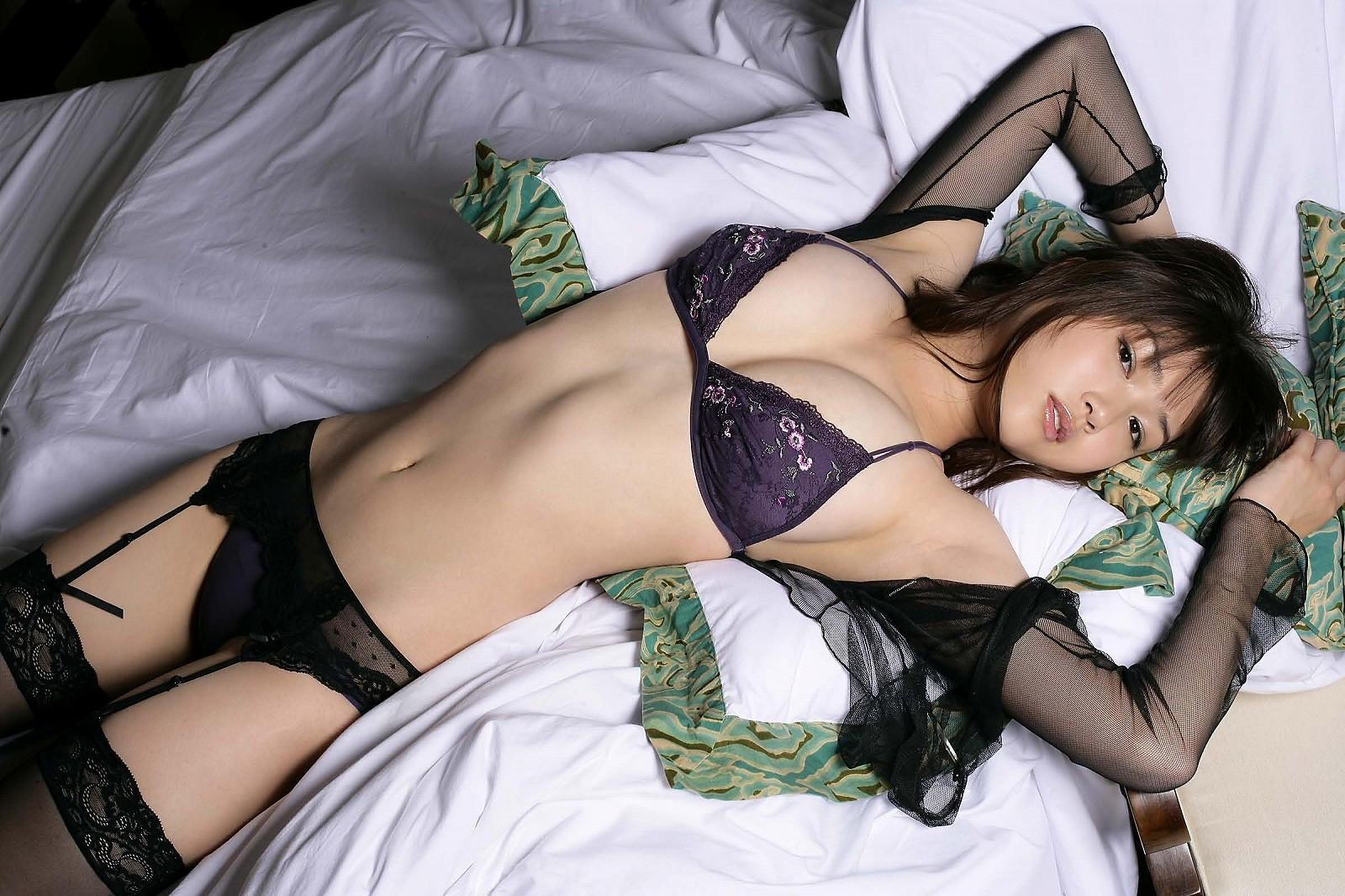 【下着エロ画像】どう脱がすか考えながら鑑賞すると楽しいランジェリー美女(;´Д`)