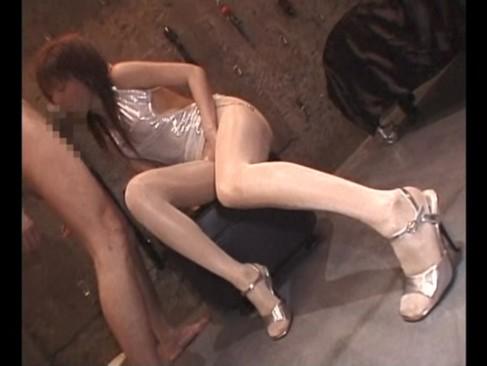 美脚の痴女をスパンキング後に足コキしてもらう快感