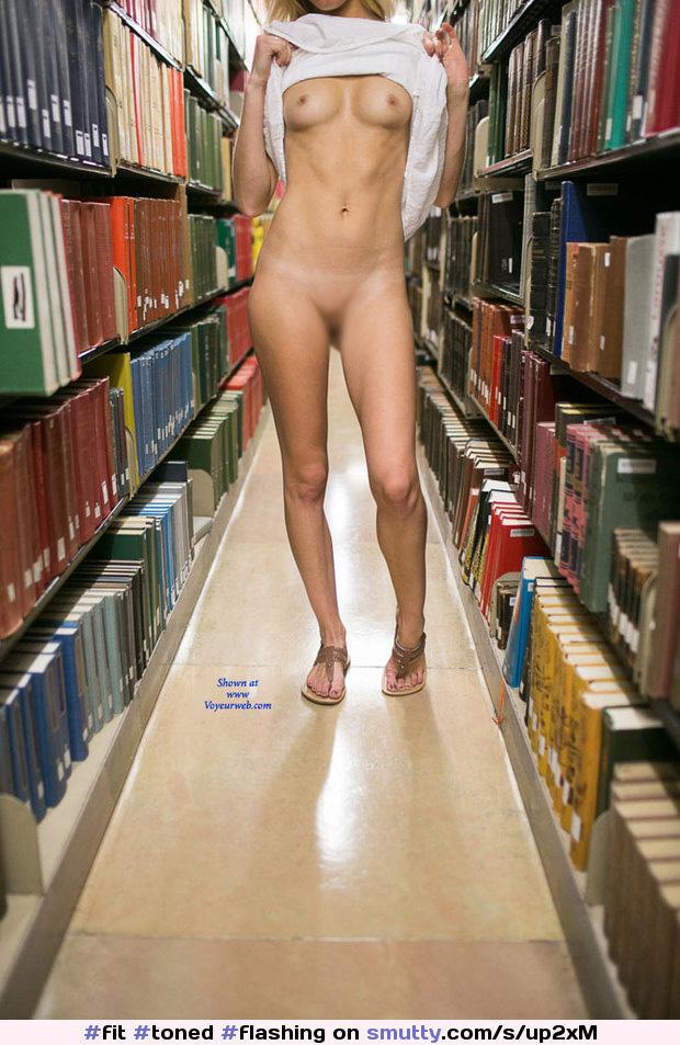【露出エロ画像】静寂に水差す変態!図書館でこっそり脱ぐ困った人たち(;´Д`)