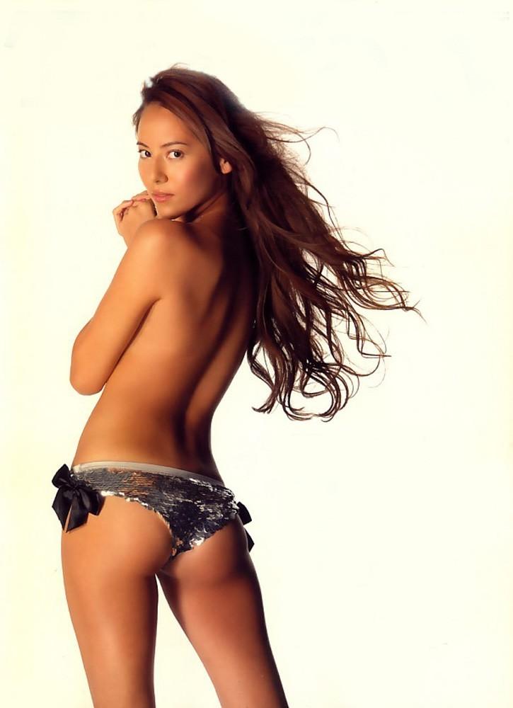 【後ろ姿エロ画像】実は凄い性感帯が!?平坦でも侮れない女の美しい背中(;´Д`)