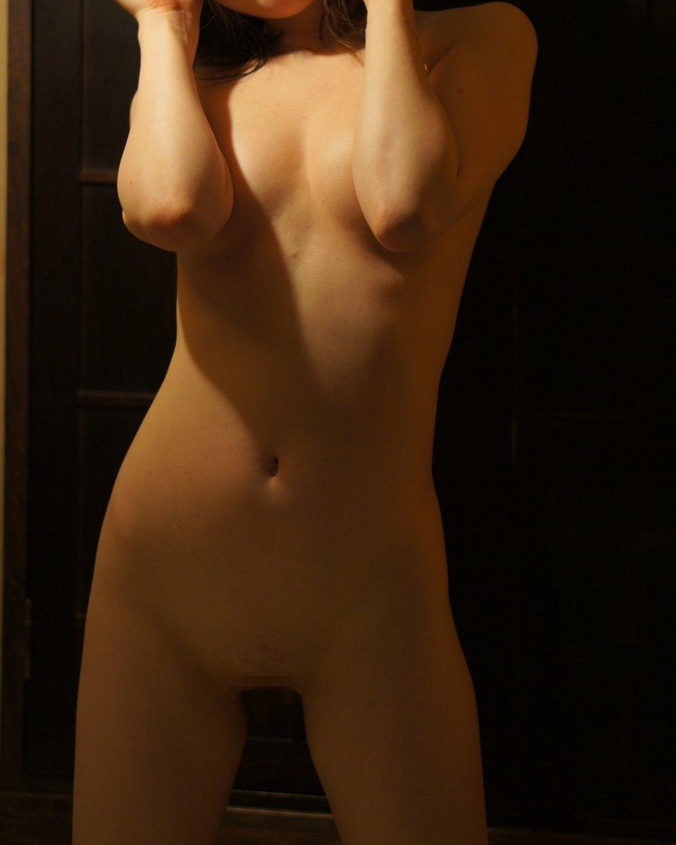 【手ブラエロ画像】見せる気ないなら実力行使で!マジで見たい手ブラのその奥(*´Д`)