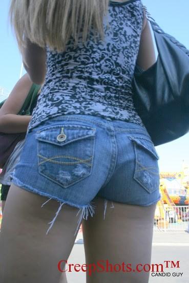 【街撮り美脚エロ画像】秋でも生脚で頑張る人はいる!見とれるショーパン美脚女子(;´Д`)