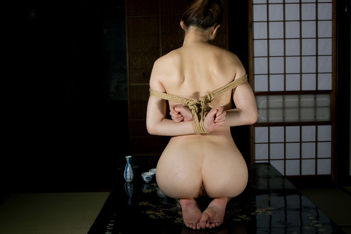 【SMエロ画像】下着の代わりに荒縄もwドM美女たちの緊縛調教の模様(*´Д`)