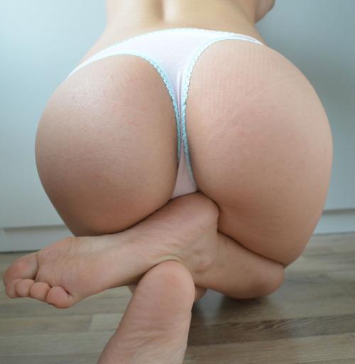 【足裏エロ画像】綺麗にしてたら舐められる?可愛い女の子のそそる足裏(;´Д`)