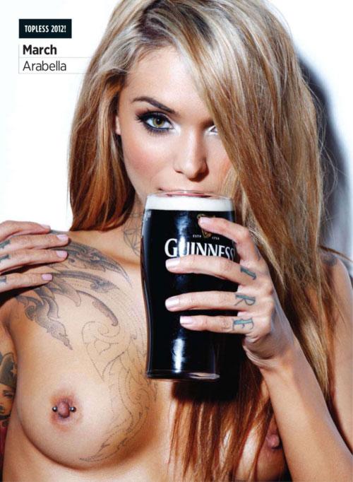【海外エロ画像】侍らせながら飲んでみたい!酒持ちながら誘う裸の外人さん(;´Д`)