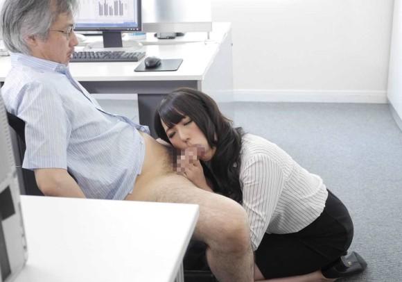職場で男女がヤり始めてるエロ画像 part4