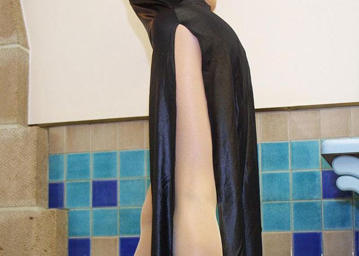 限界スリットのチャイナドレスと美脚エロ画像