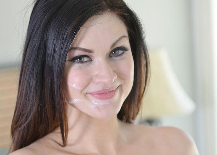 美顔にザーメンべっとりな海外美女のエロ画像