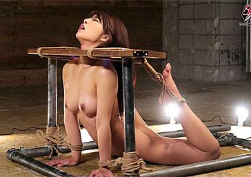 【月島ななこ】良い子が絶対にマネをしてはいけない柔軟体操がこちらwwwこの状態で責められた女の反応www