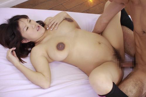 【妊婦エロ画像】妊婦さんのクログロとした乳首や乳輪には大興奮です!
