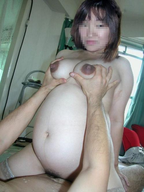 【妊婦エロ画像】妊婦さんのクログロとした乳首や乳輪には大興奮です! 25