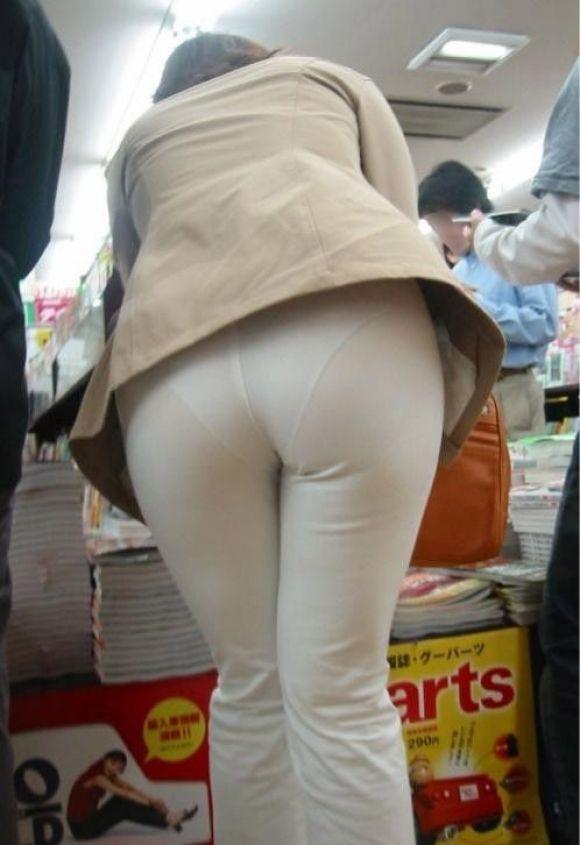 【スケパンエロ画像】じーっと見れば、たくさんのスケパンが周りにありますよ! 13
