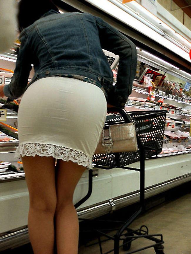 【スケパンエロ画像】じーっと見れば、たくさんのスケパンが周りにありますよ! 24