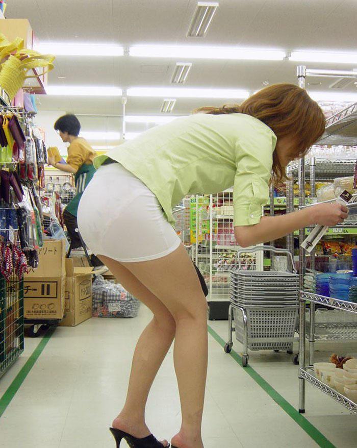 【スケパンエロ画像】じーっと見れば、たくさんのスケパンが周りにありますよ! 29