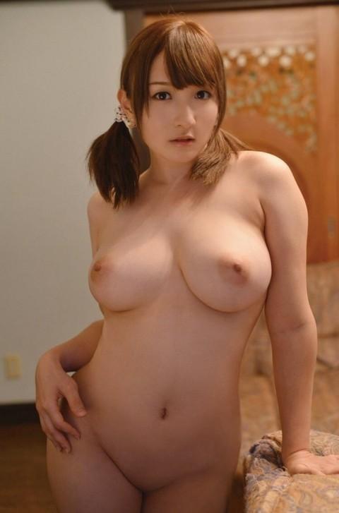 【ポッチャリエロ画像】女の子のふくよかなぽっちゃりな体が男たちを虜にする! 01