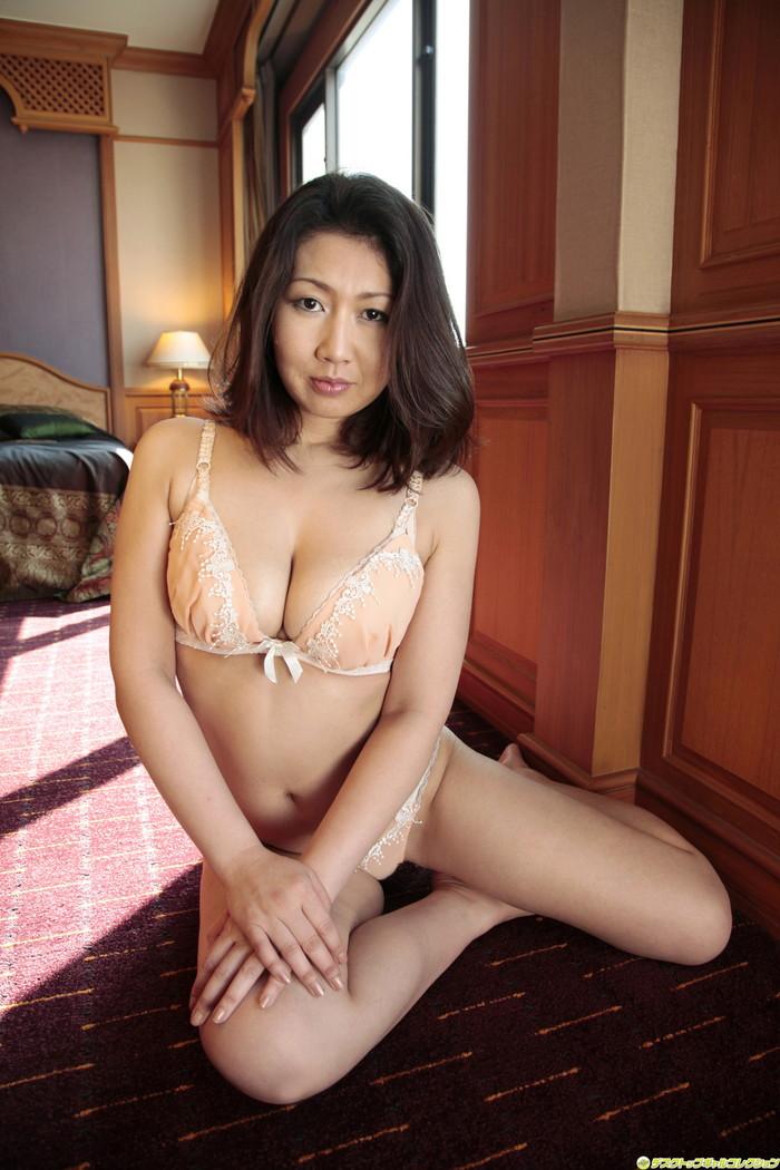 【きれいな熟女エロ画像】はっとする綺麗な熟女サマと濃厚なエッチをしたい! 25