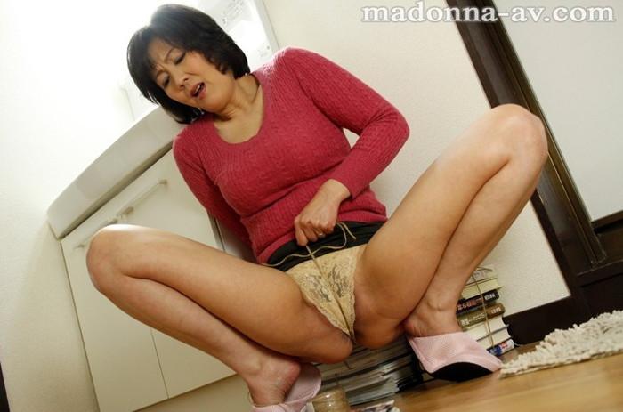 【絶倫エロ画像】性欲が強くて仕方ない女の子は、オマンコが常に欲しているよ! 24