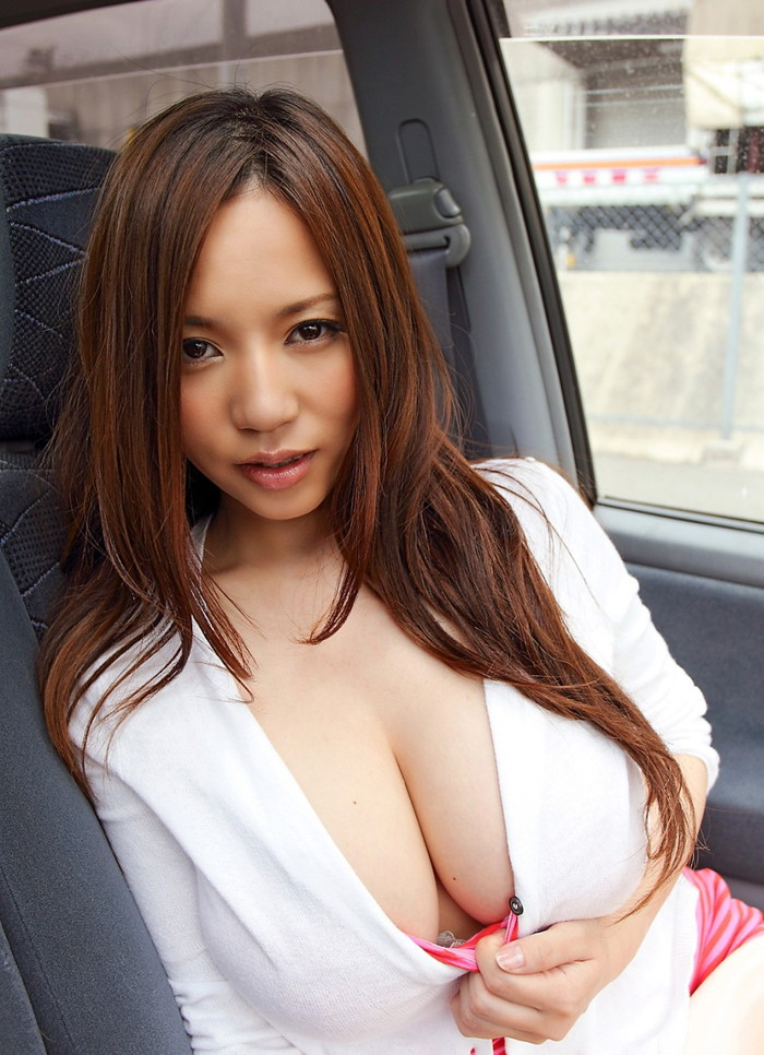 【谷間エロ画像】服から見える胸の谷間は、男たちのパラダイス! 12