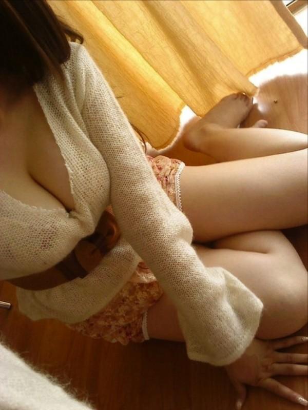 【谷間エロ画像】服から見える胸の谷間は、男たちのパラダイス! 22