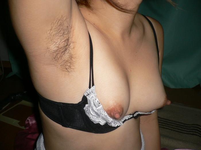 【脇毛エロ画像】女性の脇から見える毛ってなんでエロい気分にさせるのか! 11
