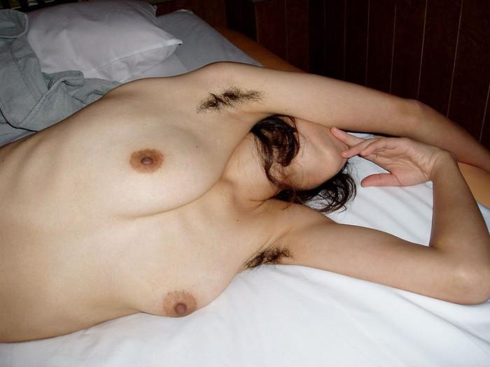 【脇毛エロ画像】女性の脇から見える毛ってなんでエロい気分にさせるのか! 22