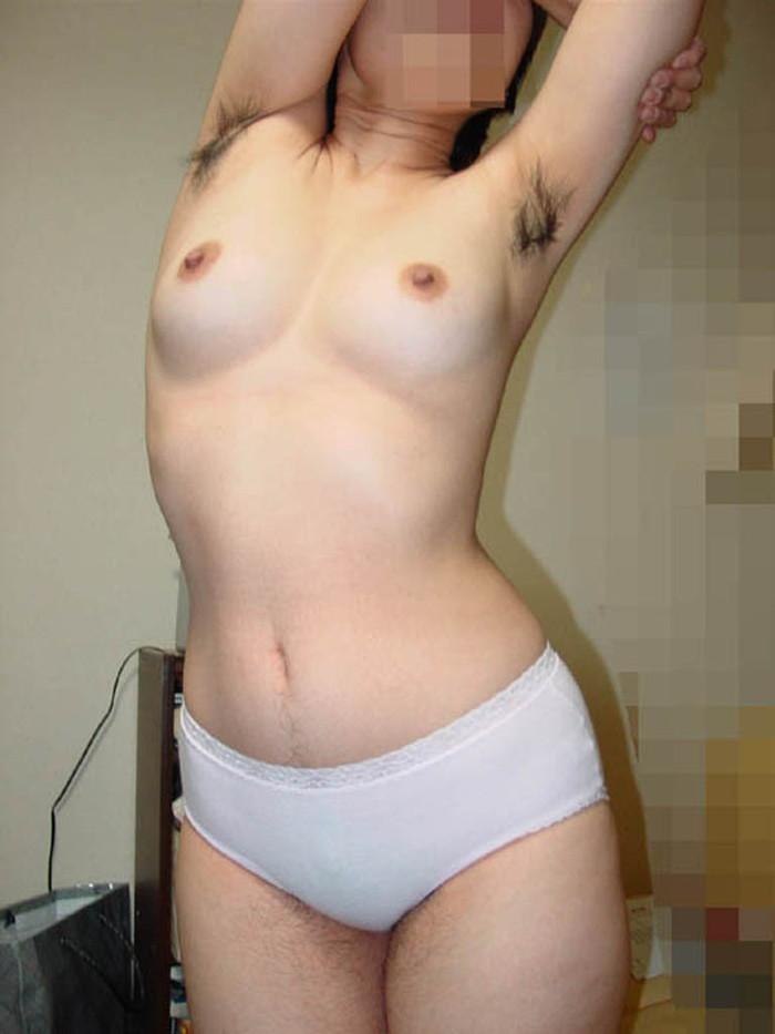 【脇毛エロ画像】女性の脇から見える毛ってなんでエロい気分にさせるのか! 23