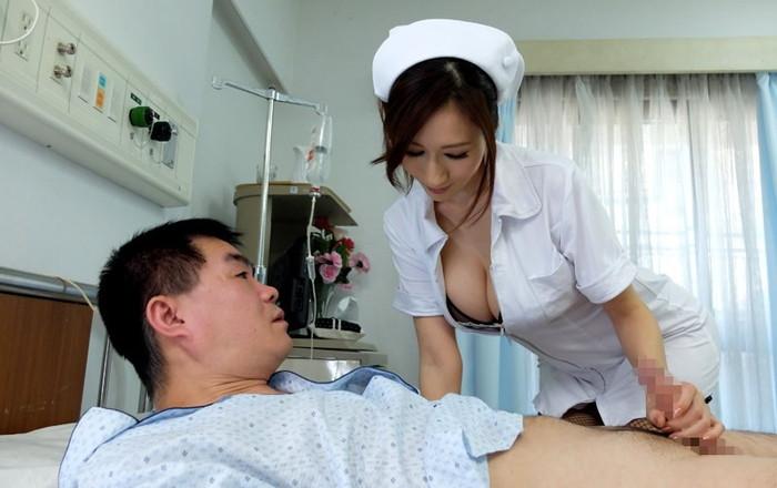 【看護師エロ画像】入院中にいやらしく抜いてくれる看護師さんがいたらずーと入院していたい! 24