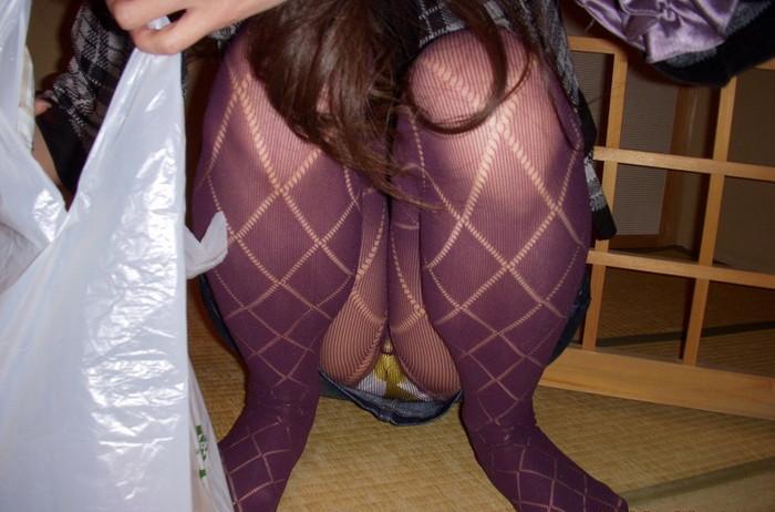 【うんこ座りエロ画像】女の子が思い切りのうんこ座りでスカートからパンツがバッチリ! 27