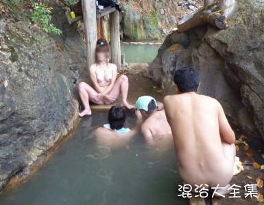 【露天風呂エロ画像】開放感あふれる露天風呂では、人目も気にせずエロいアソコも大開脚! 16
